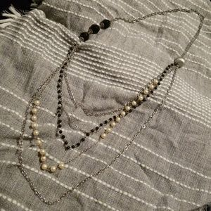 Jewelry - Costume jewelry pearl and black bead necklace